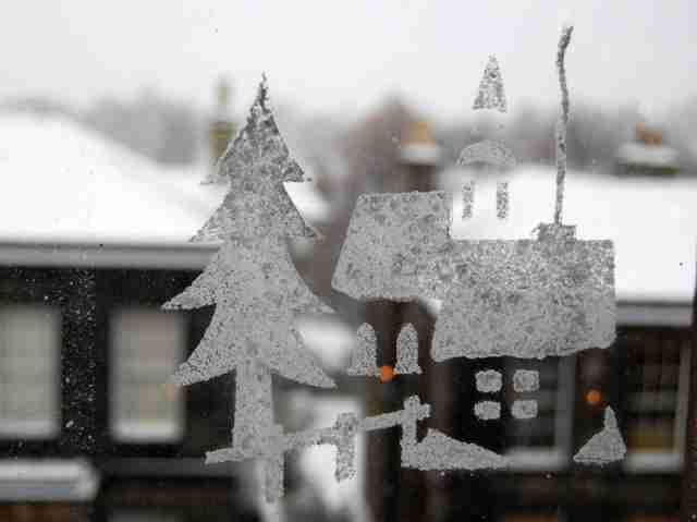 Новогоднее украшение окон: создай дома атмосферу праздника!