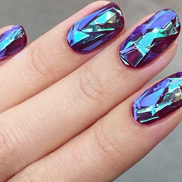 Сливовый гель лак на ногтях